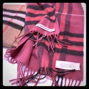 Beautiful Burberry Cranberry 🧣 scarf